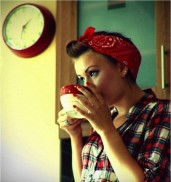 lady_drinking_coffee_large